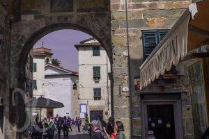Porta dei Borghi in Lucca - das alte mittelalterliche Tor, es führte zu den alten Borghi (Dörfern).