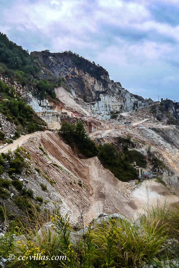 Marmorbrüche Carrara - diese Wege bitte nicht fahren, die sind dem Marmortransport vorbehalten