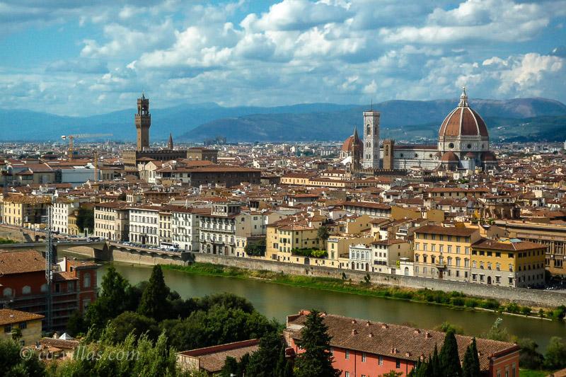 Florenz Brücken - Blick auf das alte Zentrum von Florenz - Palazzo Vecchio und Dom