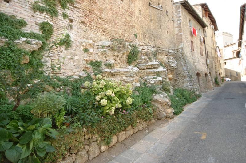 San Gimignano - antike Mauerreste und die mittelalterliche Befestigung