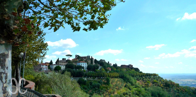Montecatini Terme - Montecatini Alto mit der Altstadt und der Festung auf dem Felsen