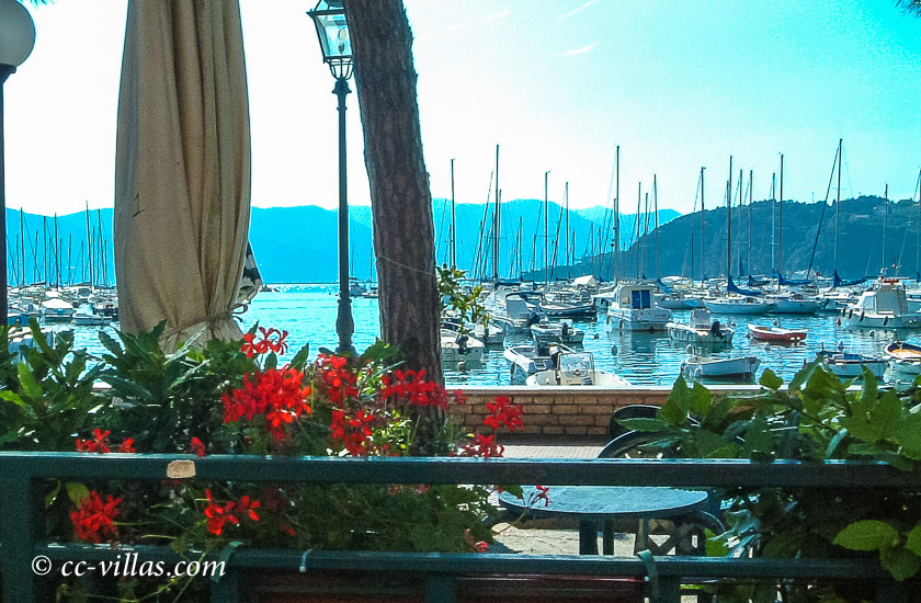 Cinque Terre Ligurien - Riomaggiore am Yacht-Hafen