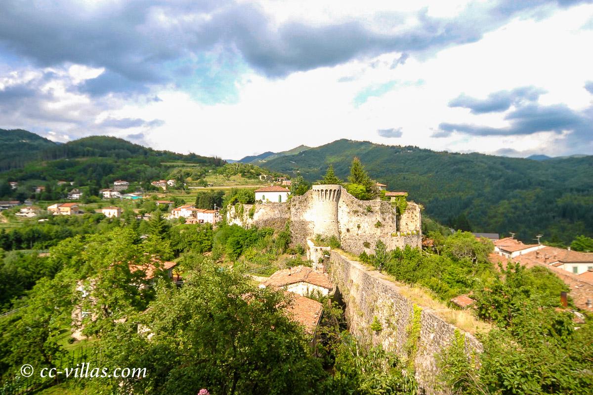 Garfagnana Lucca - Castelvecchio mit der Bergfestung