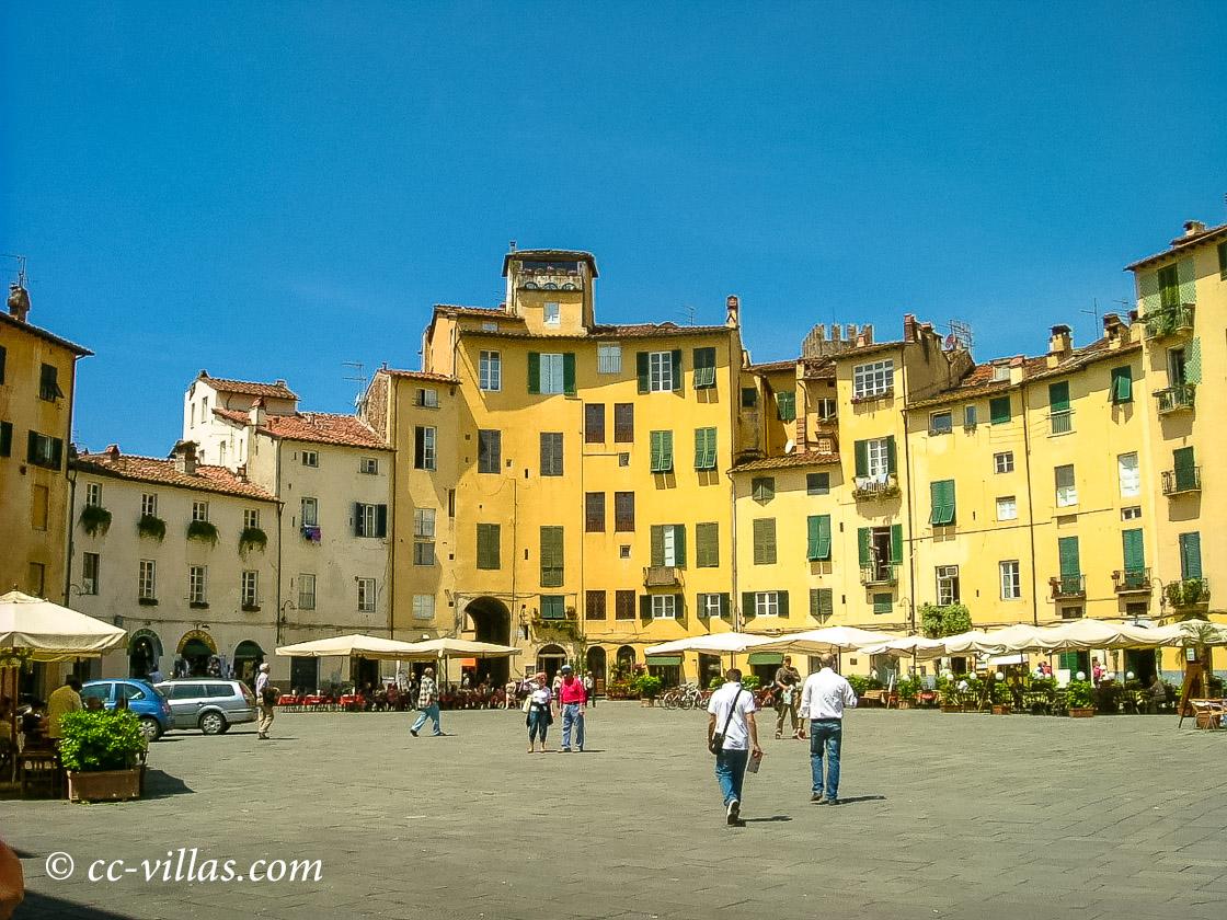 Lucca Toskana - das Oval des Amphitheaters