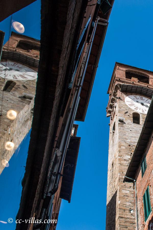 Lucca Toskana - der Torre delle Ore, der Uhrenturm, den man auch besteigen kann