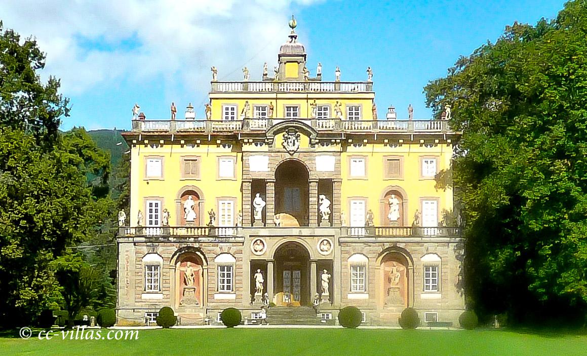 Lucca Toskana - Villa Torrigiani, eine der vielen alten Luccheser Villen