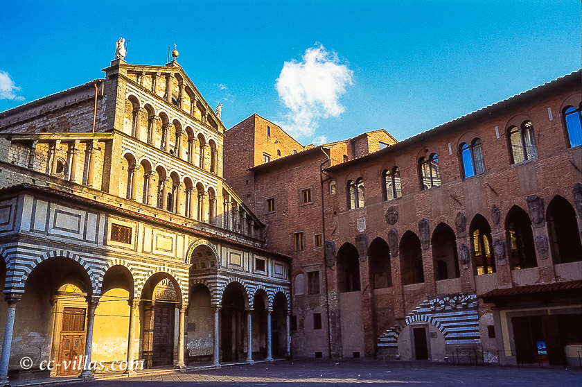 Pistoia Toskana - der Domplatz mit der Kathedrale San Zeno