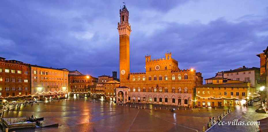 Siena Toskana - Piazza del Campo in der Abenddämmerung fast ohne Menschen