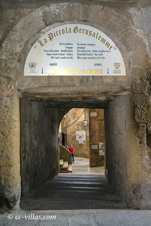 Pitigliano Tuffsteinstadt in der Maremma - Klein Jerusalem