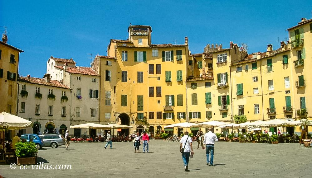 Lucca Altstadt das Amphitheater