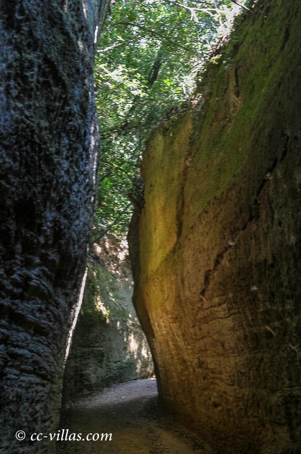 Sovana - Tuffstein Nekropole in der südlichen Maremma mit den Hohlwegen
