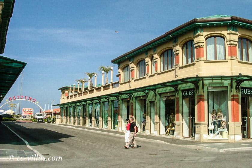 Viareggio Italien Promenade zum Strand