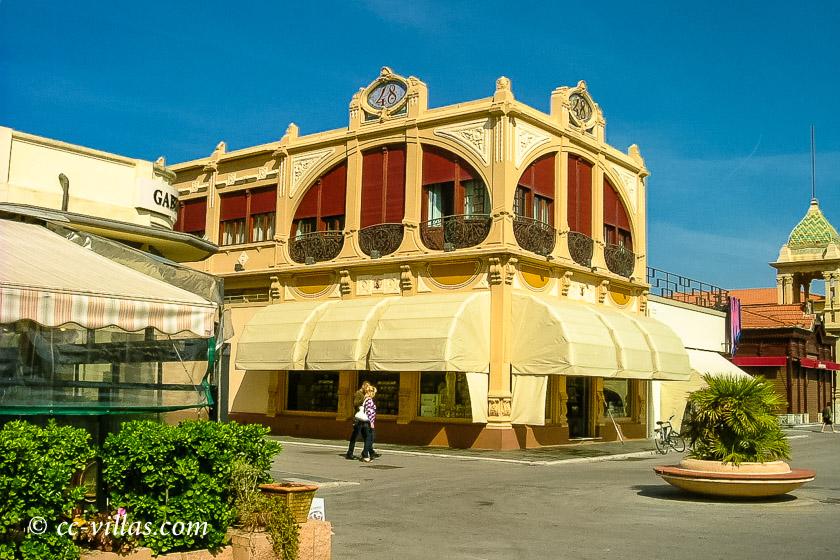 Viareggio Italien Promenade mit Liberty Style Bauten