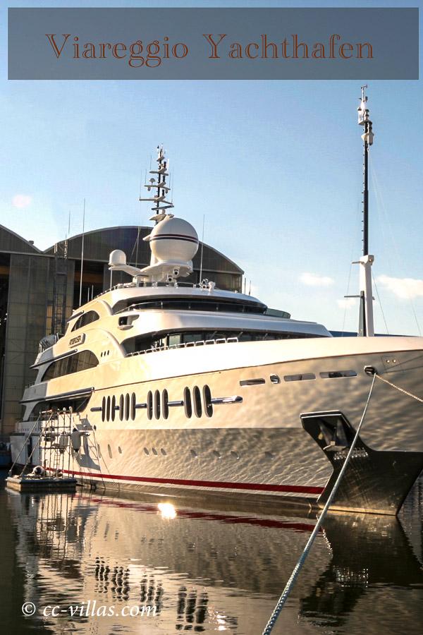Viareggio Italien im Yachthafen - bei Lucca