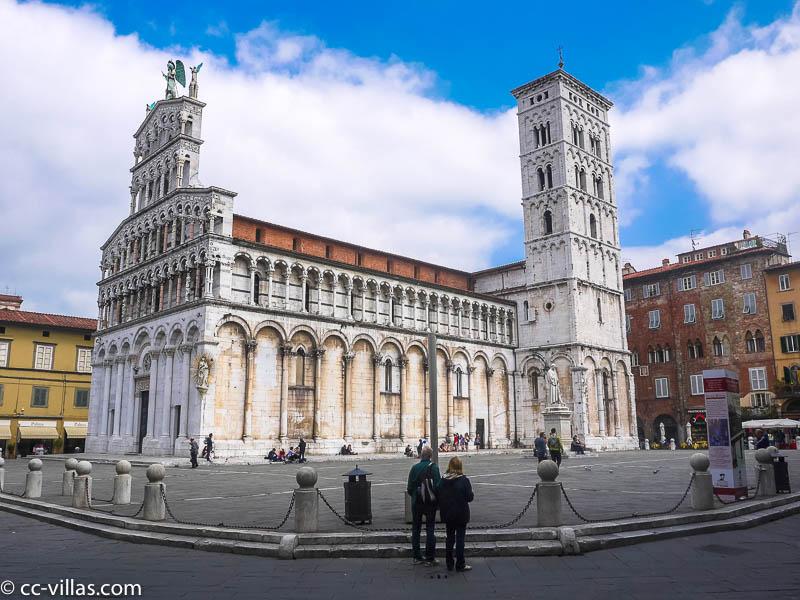 Lucca Sehenswürdigkeiten - Piazza vor San Michele