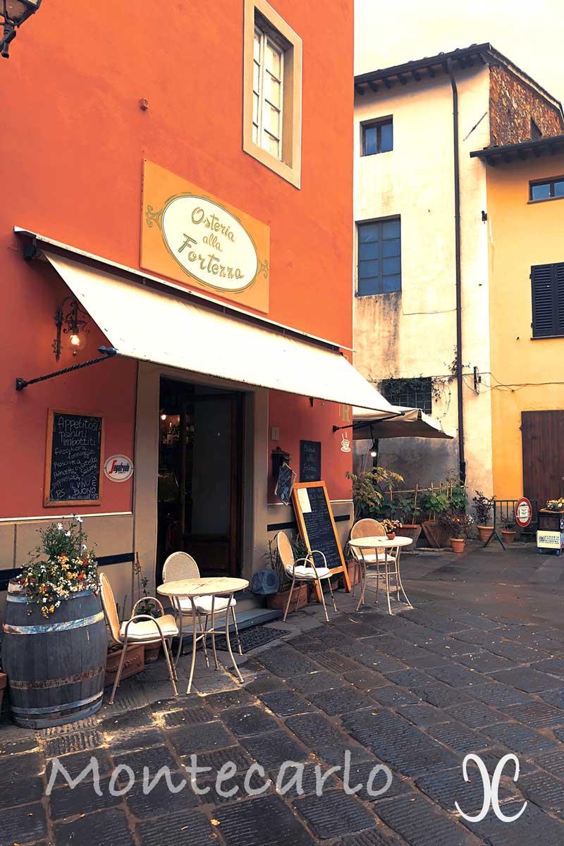 Montecarlo Toskana - in der Piazza Garibaldi die Osteria della Fortezza