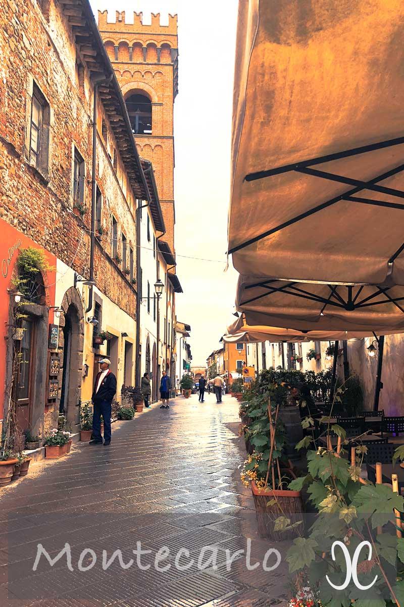 Montecarlo Toskana - Via Roma mit Enotheken und Osterien