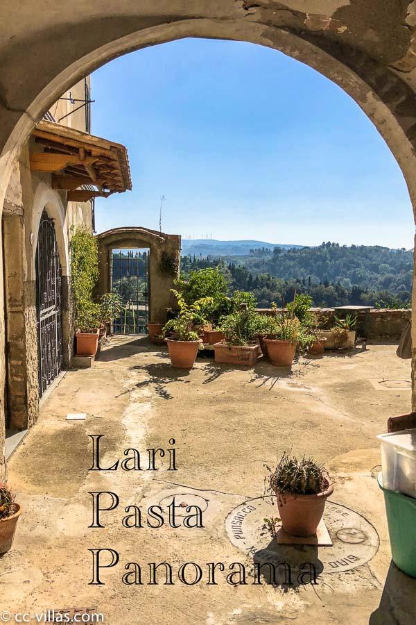 Lari mit herrlichem Panorama auch von den hoch gelegenen Innenhöfen