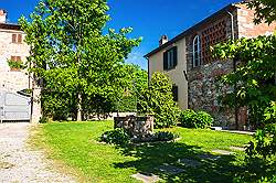 Small Tuscany Cottage with private pool - towrds the South the scen