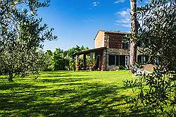 Small Tuscany Cottage with private pool - in the shade of the of th