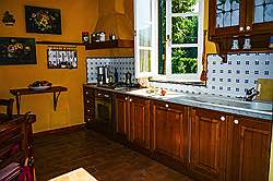 Small Tuscany Cottage with private pool - the kitchen with the dini