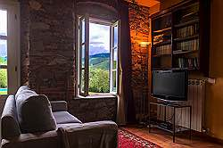 Small Tuscany Cottage with private pool - what a nice welcome gift