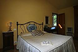 Small Tuscany Cottage with private pool - the blue  bedroom facing
