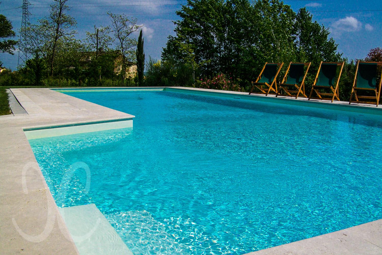 Stylisches toskana landhaus mit gro em garten und viel charme for Garten pool 2m tief