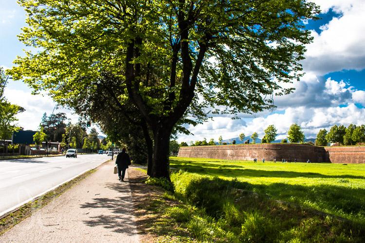 Parkplatz Carducci an der Vial um die Stadtmauer