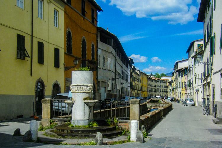 Via del Fosso, der Graben folgt einer anderen mittelalterlichen Stadtmauer