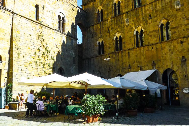 Restaurant auf der Piazza dei Priori